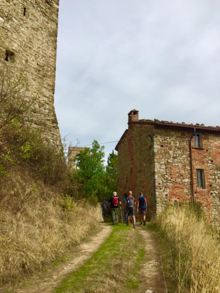 La Via del Trasimeno seconda tappa da San Savino a Panicale case coloniche
